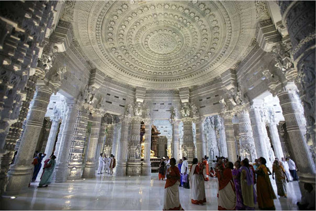 templo-Akshardam-interno